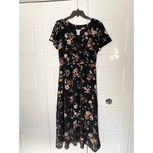 Monroe & Main  Black Floral Maxi Dress